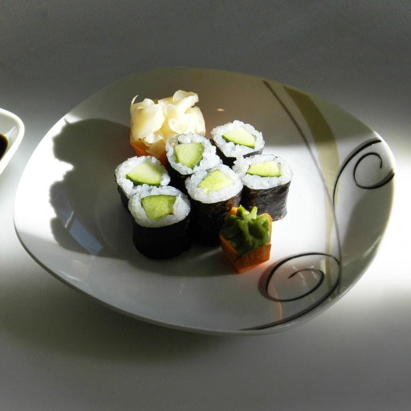 mit Gurken, Sesam (vegetarisch)
